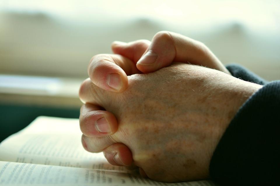 pray-2558490_1280